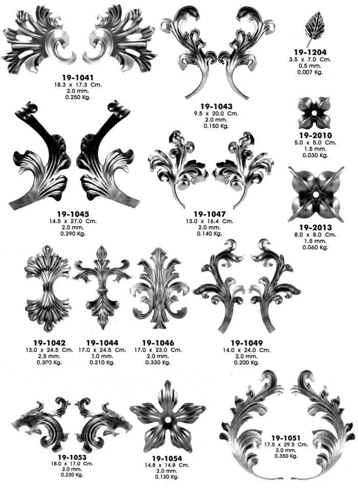 Кованые декоративные элементы можно приобрести в специализированном магазине