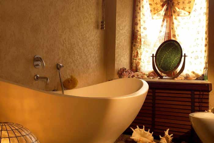Для отделки ванной комнаты хорошо подходит акриловая штукатурка