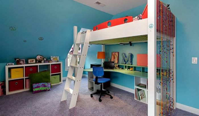 Возможность совместить кровать и рабочее место позволяет сэкономить полезную площадь в два раза