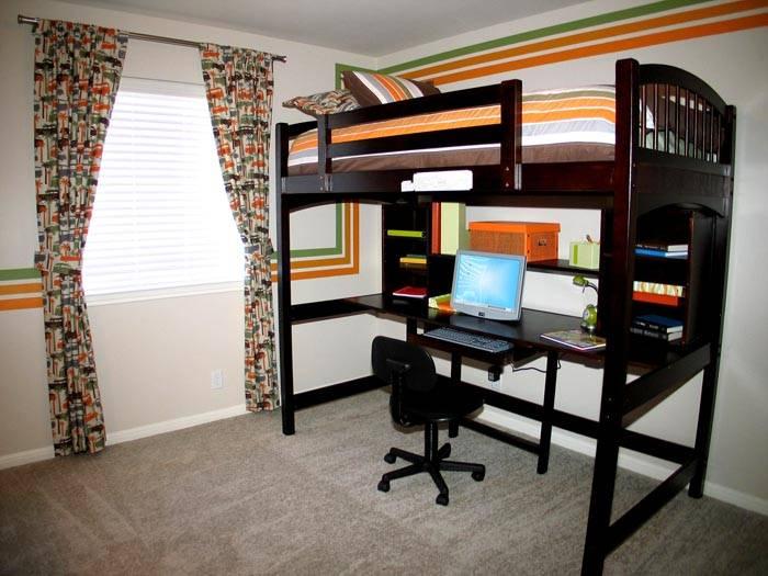 Эргономичный гарнитур для интерьера в комнате подростка