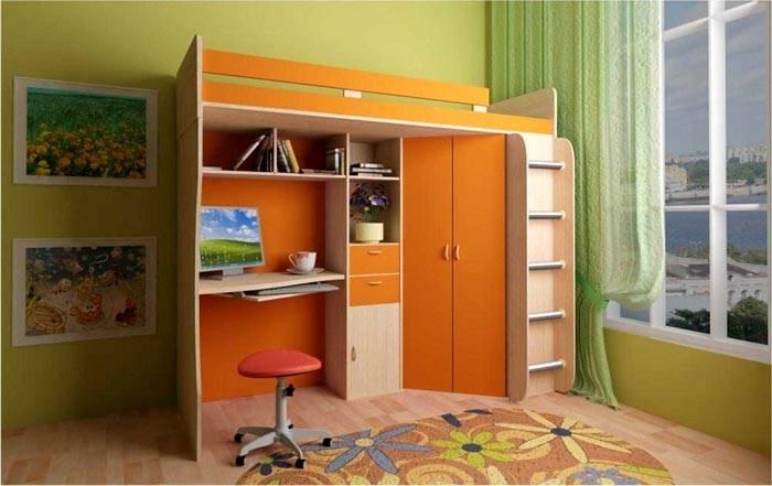 Просторный шкаф считается преимуществом конструкции