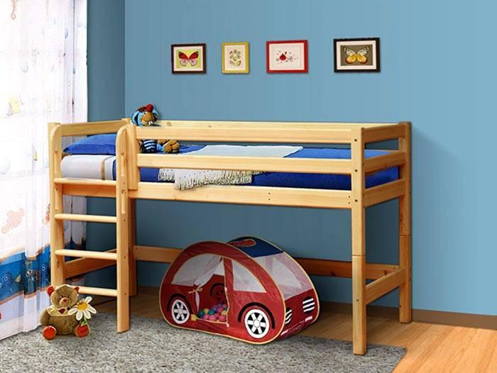 Простой вариант для детей. Даже если в нижней части нет мебели, детям все равно будет интересно в ней играть