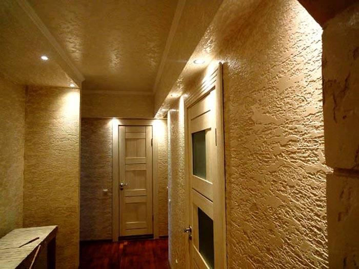 Внутри здания нет атмосферных воздействий, которые способны ухудшить потребительские характеристики декоративного покрытия