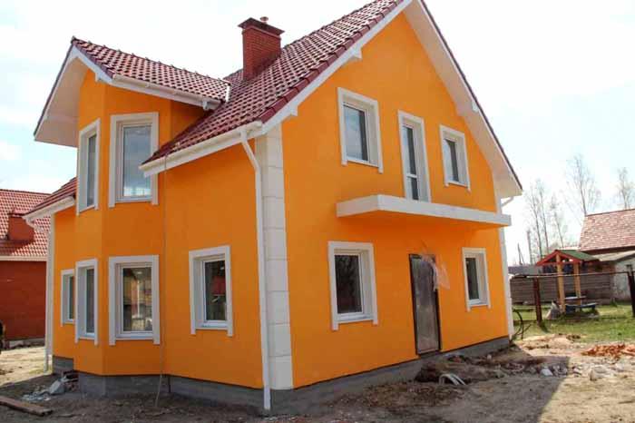 С помощью колеровки можно выбрать эксклюзивный оттенок штукатурки «короед», фото фасада демонстрирует только один вариант из огромной палитры цветов