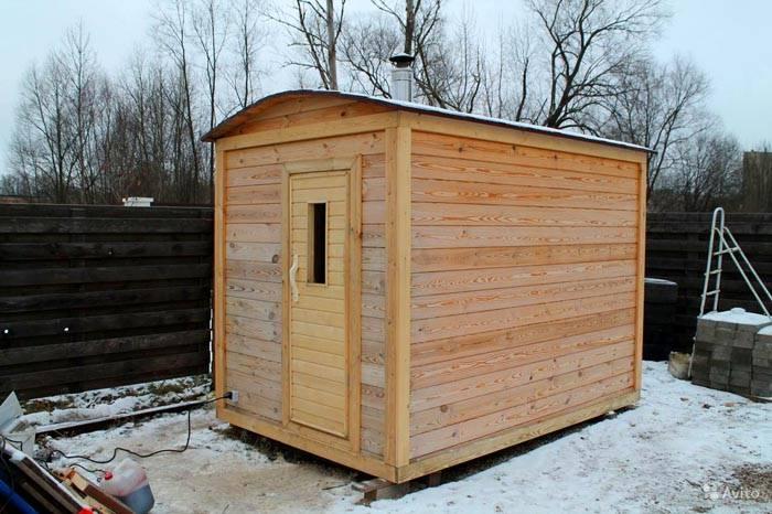 Мобильная баня на даче из дерева – просто и со вкусом