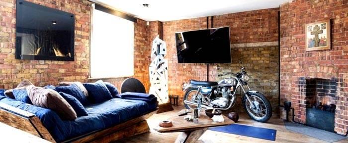 Рабочее помещение в готическом стиле