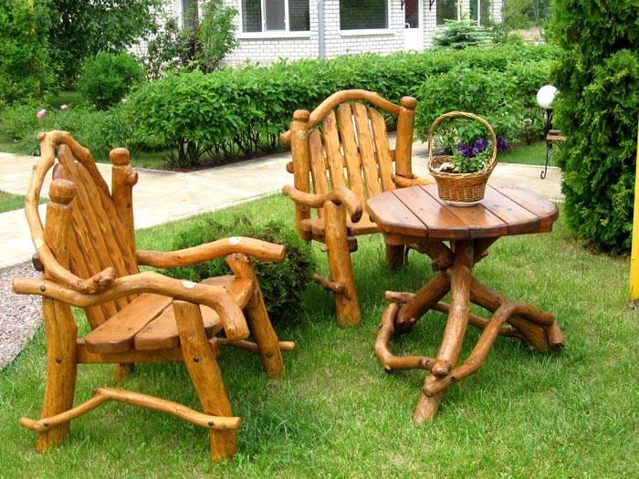 В садовом дизайне для частных домов часто используются бревна и спилы деревьев Настоящие мастера создают композиции без использования гвоздей и саморезов