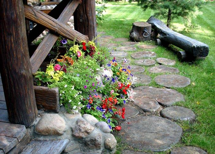Пример того, как оформить участок возле дома в стеле кантри