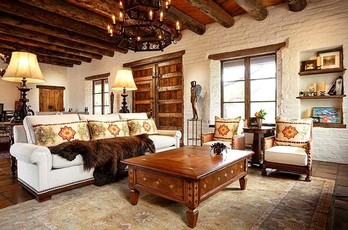 Сочетание древесины и кирпичных стен привносит в помещение уют и домашнюю атмосферу