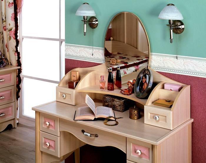 Изысканный столик для девочки