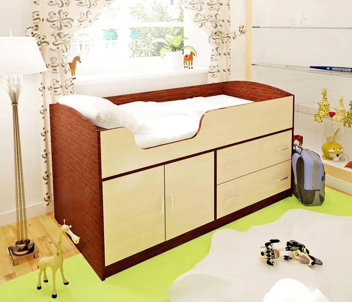 Применение такой кровати-чердака для малышей упрощает уход за ребенком