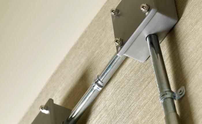 Кабель каналы в виде металлических труб используются для настенного монтажа