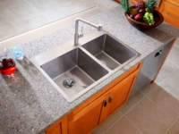 С помощью двойной раковины для кухни можно облегчить обычное мытье посуды. Кроме того, второй отсек можно использовать для разморозки продуктов