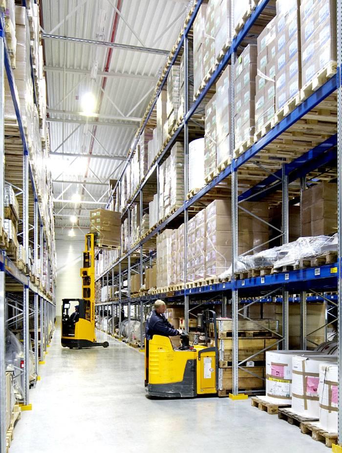 Паллетное хранение применяют для работы с тяжелыми грузами. В таких ситуациях широкой используют средства механизации
