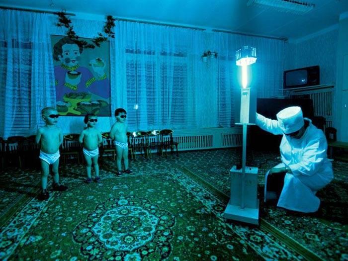 Специальные лампы применяют для обеззараживания в помещении в присутствии людей, но это нужно делать только с разрешения врача