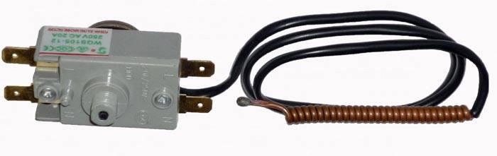 В современных моделях терморегулятор может отключить водогрейку, если по каким-то причинам в баке нет воды