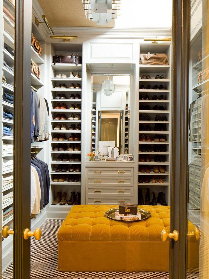 Для П-образной гардеробной стоит выделить прямоугольную комнату