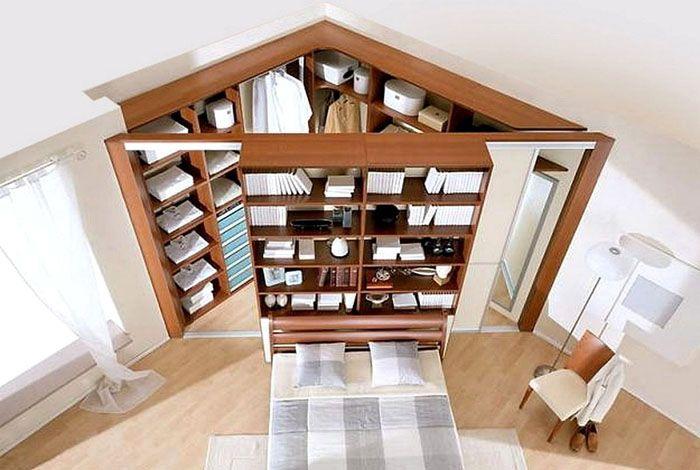 Угловая гардеробная в большой спальне