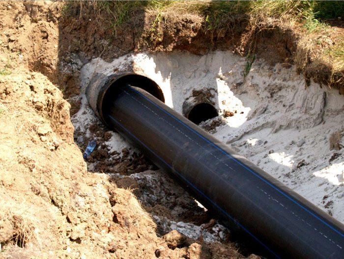 Водоотведение с участка может быть выполнено и при помощи винилопласта