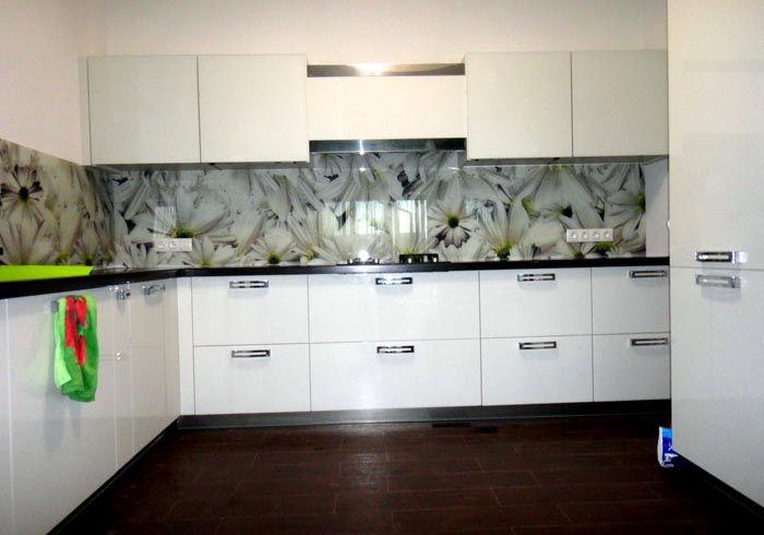 Листы с дизайном ромашка в росе монтируется на стенку без стыков