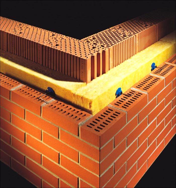Именно таким образом монтируется трехслойная стена