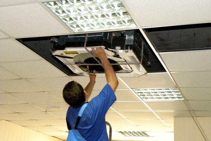 Установка сплит-системы (внутреннего блока) в конструкции потолка