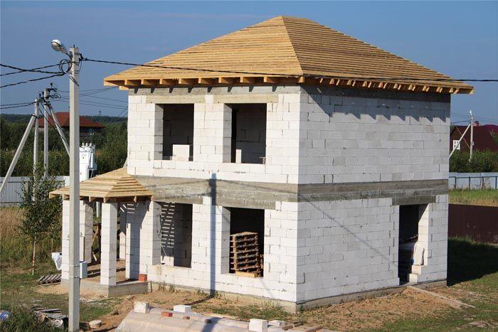 Газобетон используется для возведения наружных стен
