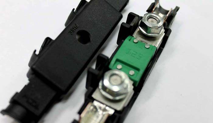 Контактное устройство с предохранителем