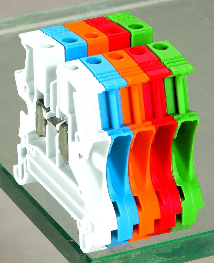 Чтобы при монтаже и эксплуатации было удобно различать провода, клеммы выполнены в разных цветовых вариантах