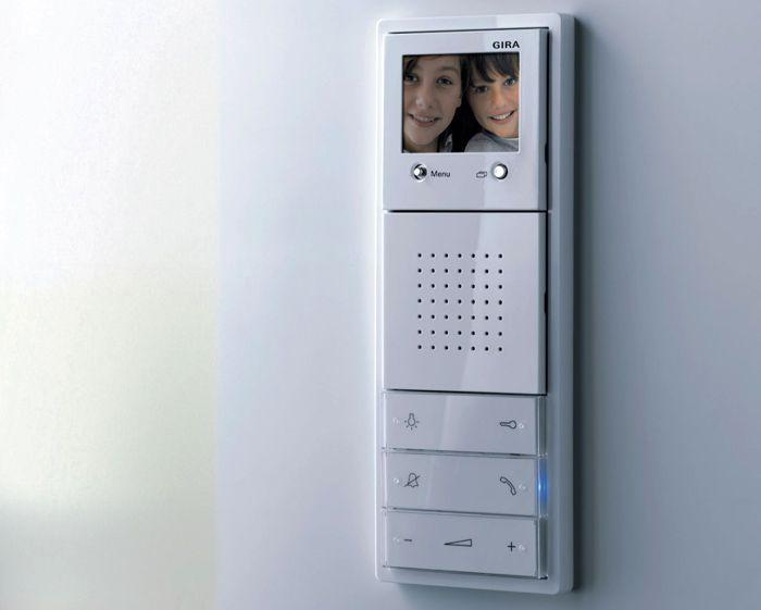 Размеры и эстетические параметры видеодомофона для квартиры подбирают с учетом личных предпочтений