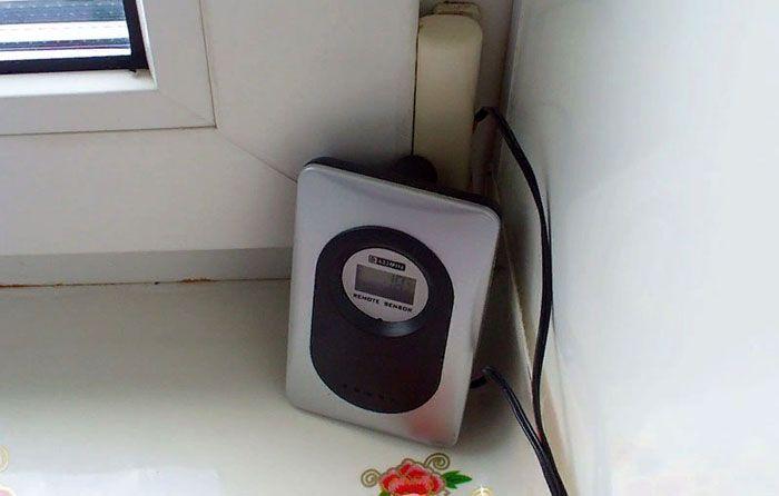 Электронный блок устанавливают в удобном для пользователя месте