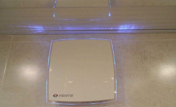 Стильный внешний вид Вентс 100 ЛД Лайт подчеркивает элегантная подсветка