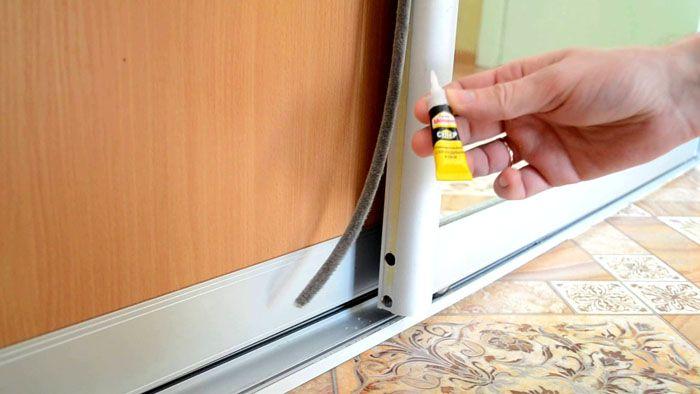 Шлегель для шкафов-купе – полоска с ворсом, которую наклеивают на кромку двери для демпфирования ударов