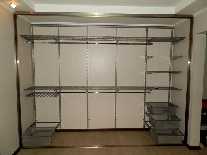 Встроенный шкаф-купе следует изучить подробнее