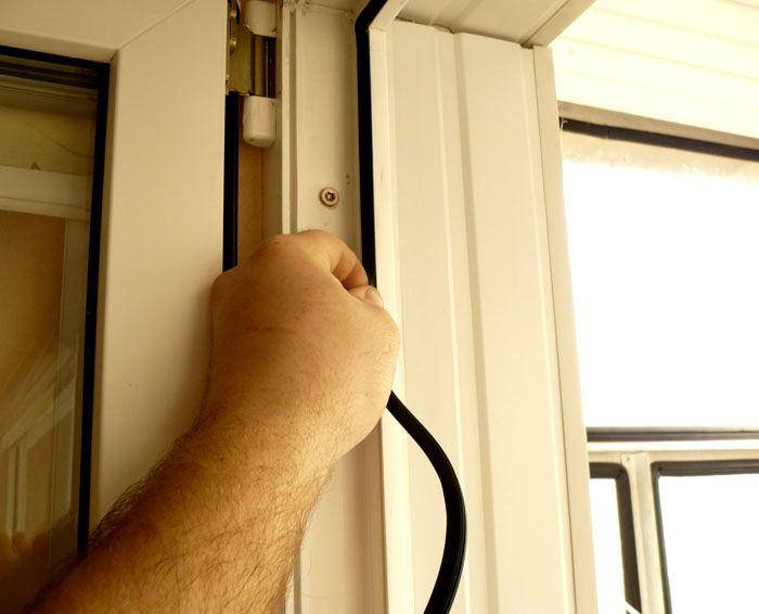 При необходимости замены старый уплотнитель можно легко извлечь