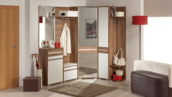 На фото мебель в прихожую собрана из нескольких составляющих: шкафа, тумбочки для обуви, вешалки и дивана. Такой набор очень функционален и подходит для любых прихожих