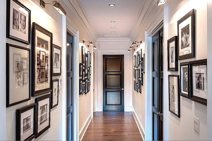 В просторном холле будут хорошо смотреться картины и фотографии