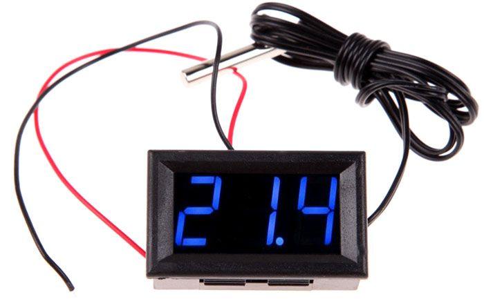 Кроме ЖКИ в цифровой термометр с датчиком устанавливают светодиодную индикацию