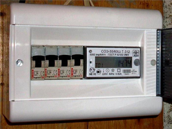 Электросчетчик на 5÷60 А, указывается под дисплеем