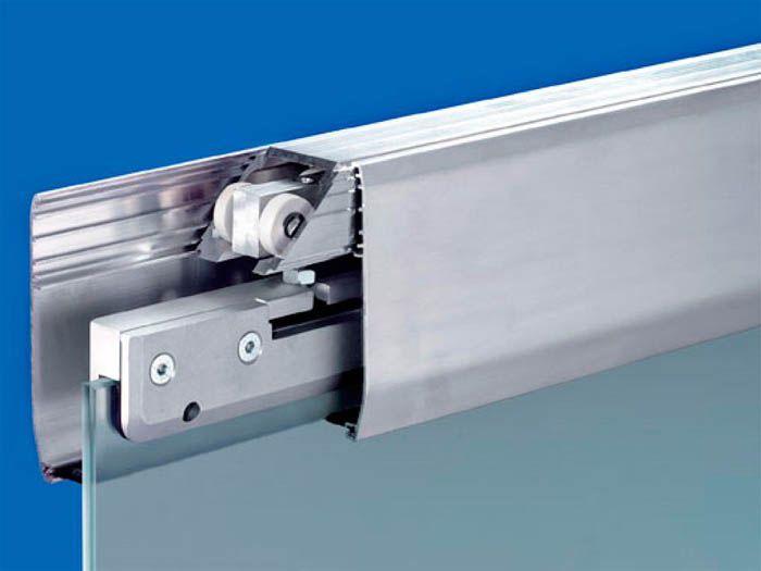 Типичный элемент каждого шкафа-купе – раздвижные двери на подвесных/опорных роликах
