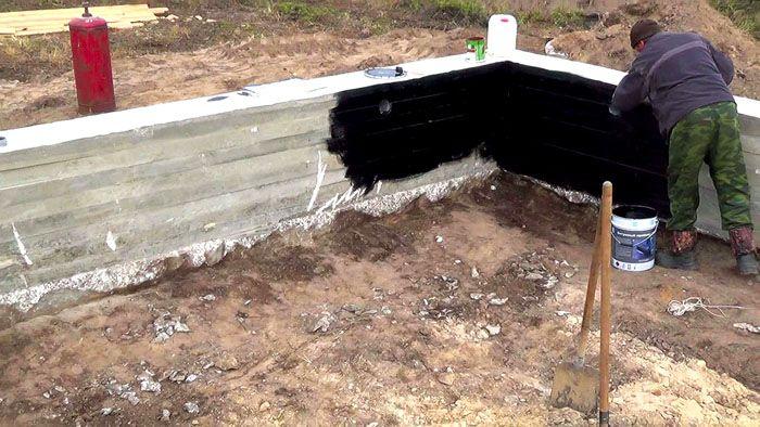 Пучение грунта способно стать причиной растрескивания фундамента