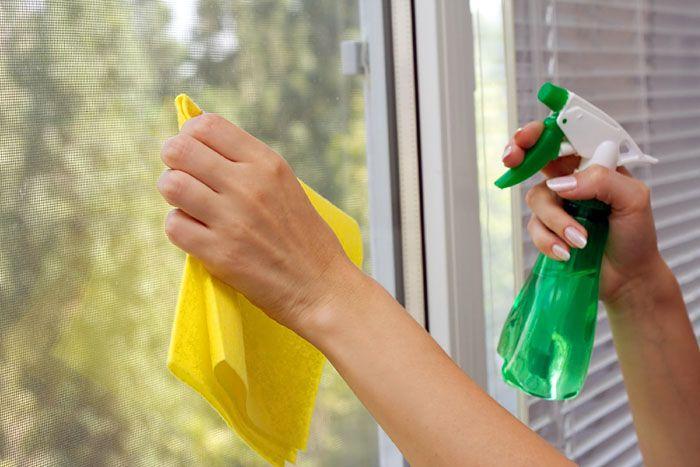 На этапе подготовки окно следует тщательно вымыть