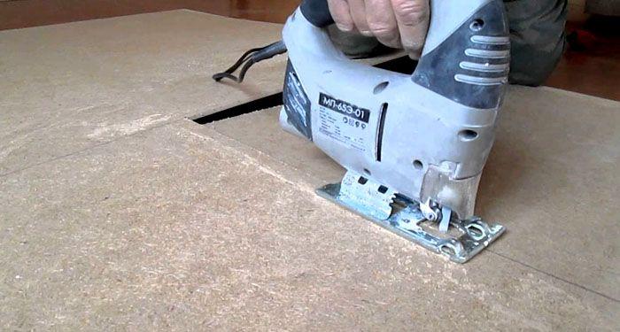 Электрический лобзик поможет распилить материал с небольшой толщиной