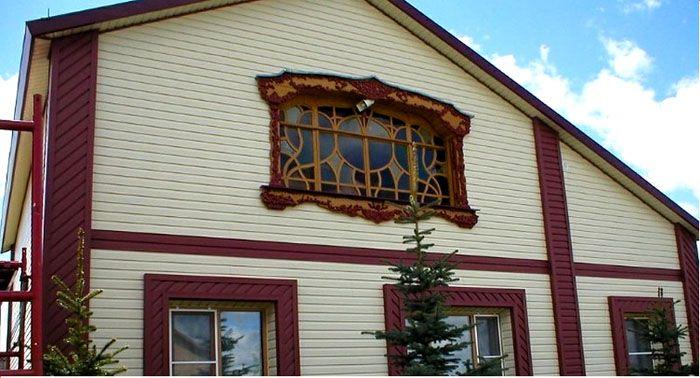 Внешний презентабельный вид дома можно получить при помощи недорого винилового сайдинга