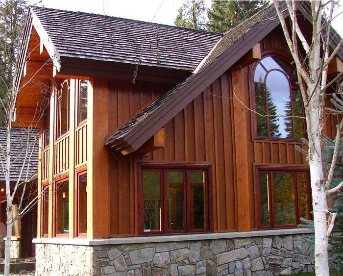 Отделка деревянным сайдингом придаёт дому уютный домашний образ