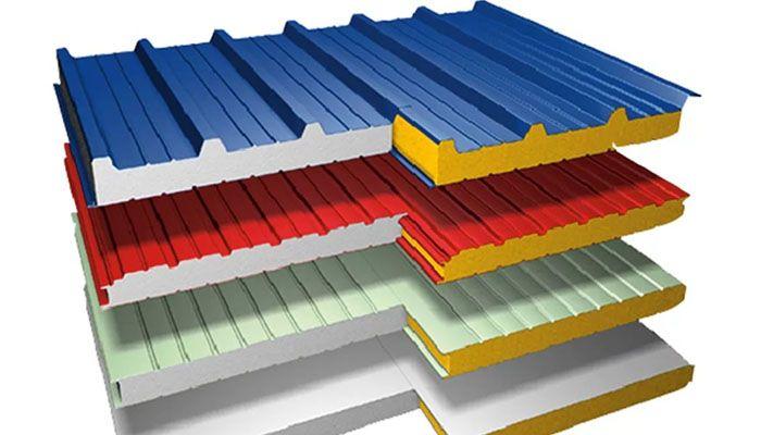 Благодаря трёхслойной структуре сэндвич-панели надёжно утепляют стены дома