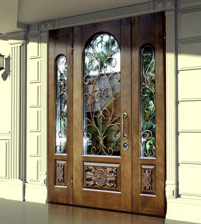 Зеркальная вставка снаружи «облегчает» входные двери в квартиру