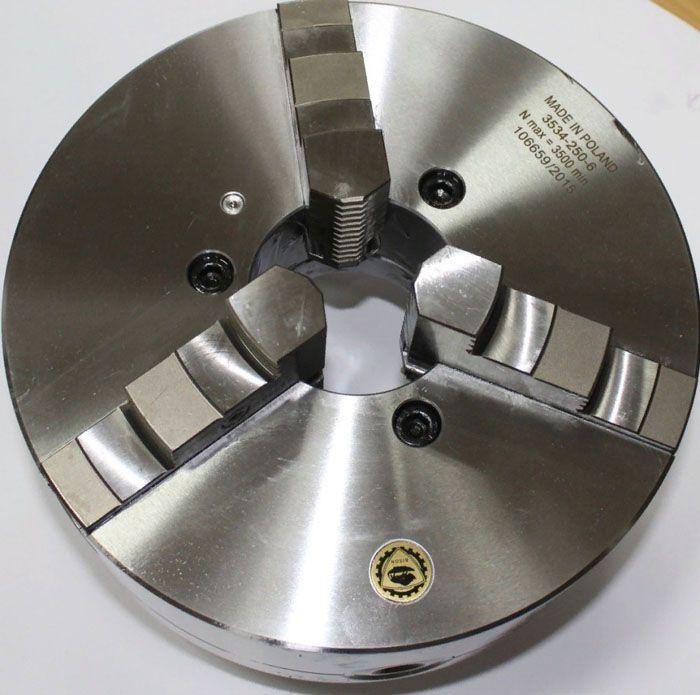 Как правило, токарный станок по металлу оснащают трёхкулачковыми патронами