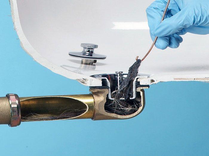 Эксплуатационный засор можно устранить с помощью сантехнического троса