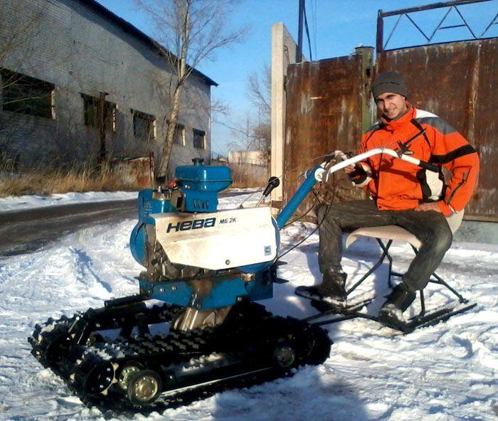 Многие любители зимней рыбалки и охоты используют мотоблок для передвижения по сугробам